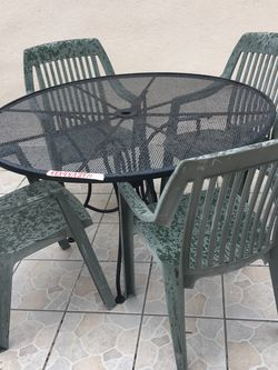 Metal Table And 4 Very Sturdy Plastic Chairs for Sale in Los Angeles,  CA