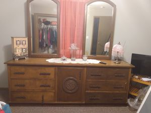 Beautiful Dresser for Sale in Hanna City, IL