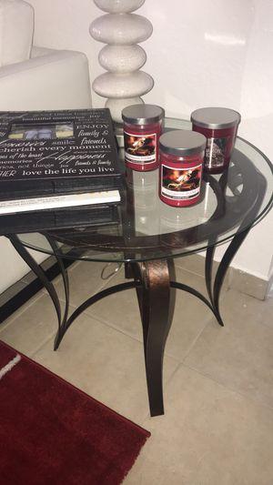 Vendo mesas por lo q me den lo justo aprovecha for Sale in Miami, FL