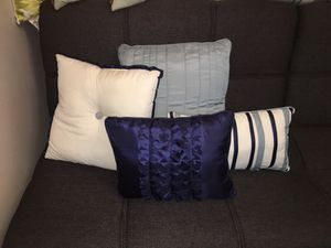 4 decorative pillows for Sale in Fort Lauderdale, FL