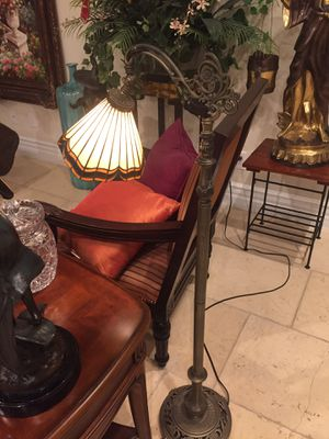 Stain glass lamp antique for Sale in Las Vegas, NV