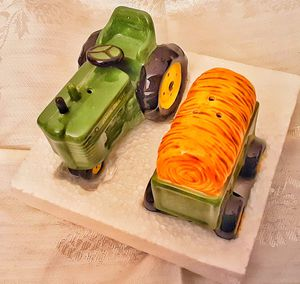 John Deere green tractor S&P salt and pepper shakers set MIB in box ! for Sale in Saginaw, MI