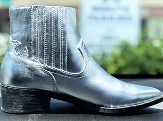 Size 6.5 Steve Madden Silver Boots for Sale in Nashville,  TN