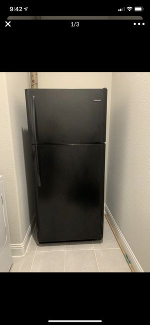Frigidaire 18 Cu. Ft. Top Freezer Refrigerator for Sale in Frisco, TX