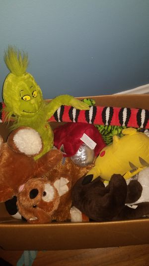 Box of stuffed animals for Sale in Cleveland, OH