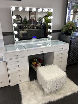 Hollywood Bluetooth Vanity ON SALE🔥 for Sale in Fresno,  CA