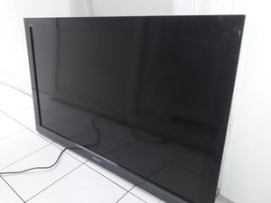 """Sony BRAVIA TV 40"""" with Remote Control for Sale in US"""