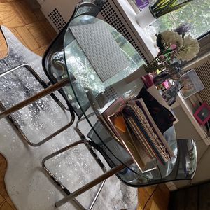 Small Kitchen /Dining Table 2 Chairs for Sale in Queens, NY
