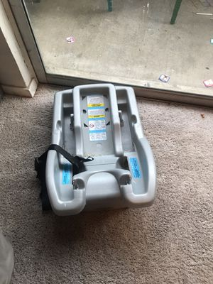 Graco snug ride 30 rear facing car seat with base for Sale in Dallas, TX