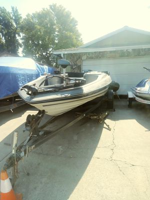 18ft bayliner bass boat for Sale in North Highlands, CA