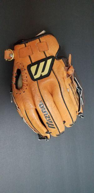 Kids baseball glove excellent condition for Sale in Tampa, FL