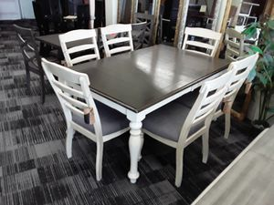 dining table for Sale in Long Beach, CA