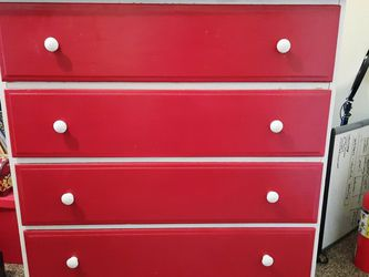 Cute 4 Drawer Dresser for Sale in Canby,  OR
