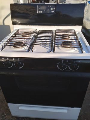 WORK GOOD WHIRLPOOL OVEN WORK NO PROBLEM for Sale in Bakersfield, CA