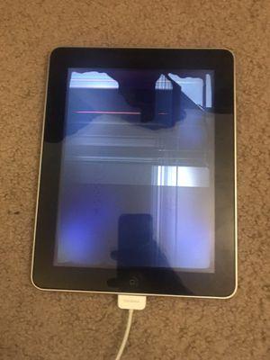 Apple iPad 1 first generation broken screen for Sale in Fullerton, CA