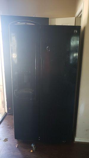 Refrigerator kenmore for Sale in Conroe, TX
