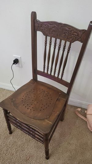 GORGEOUS antique brown chair for Sale in Bradenton, FL