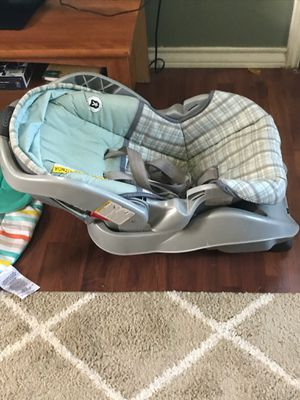 Graco car seat and carrier for Sale in McGregor, TX