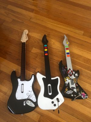 Guitar hero guitars 🎸 Ps2 PlayStation & Nintendo Wii for Sale in Providence, RI