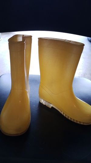 Yellow Rain boots, size 11, girls ages 5-7 for Sale in Middleburg, FL