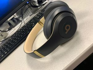 Beats studio Bluetooth wireless for Sale in Columbus, OH