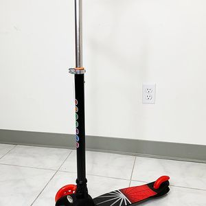 """(NEW) $25 each Kids Kick Scooter LED Light Up 3-Wheel for Toddlers Girls & Boys Adjustable Height 28""""-35"""" for Sale in El Monte, CA"""