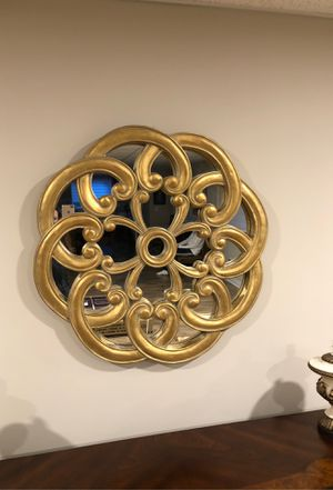 Beautiful round wall mirror for Sale in Novi, MI