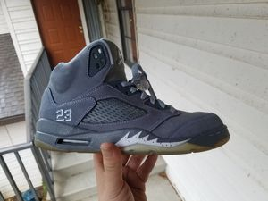Jordan retro wolf grey 5 for Sale in Avon Park, FL