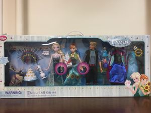 Disney Frozen Deluxe Doll Gift Set for Sale in Dobbs Ferry, NY