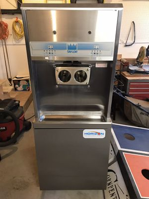 Taylor 8756 commercial grade soft serve ice cream machine for Sale in Waterville, OH