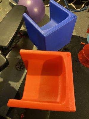 Children's Factory kids cube chairs and desk therapy homeschool for Sale in Wyandotte, MI