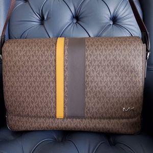 Michael Kors Messenger Bag for Sale in Temecula, CA