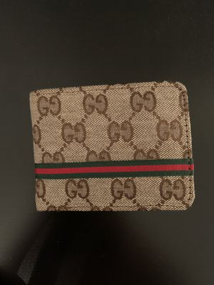 Gucci wallet mens . Got it for Christmas don't want it for Sale in Chicago, IL