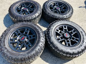 """17"""" Brand new Trd style rims with good used mud tires 2657017 6 lug Chevy gmc Toyota for Sale in Modesto, CA"""