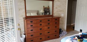 Dresser & mirror for Sale in Gallatin, TN