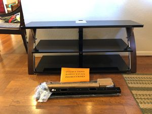 """Glass shelf Tv stand for 65"""" TVs for Sale in Chandler, AZ"""