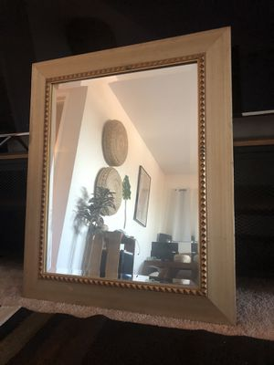 Nice wall mirror for Sale in Los Angeles, CA