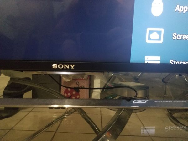 Sony Brevada smart TV wifi 4k resolution, with wall mounts, remote, and stand