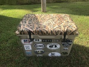 Yeti cooler for Sale in Fairmont, NC