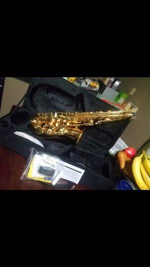Nuevo alto saxophone incluye estuche marca fever for Sale in Los Angeles, CA