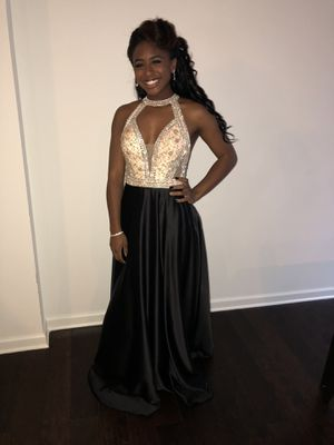 Black and Gold Clarrise Prom Dress Size 0 with Pockets for Sale in Lilburn, GA
