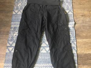 Calvin Klein capris size medium black for Sale in Darrington, WA