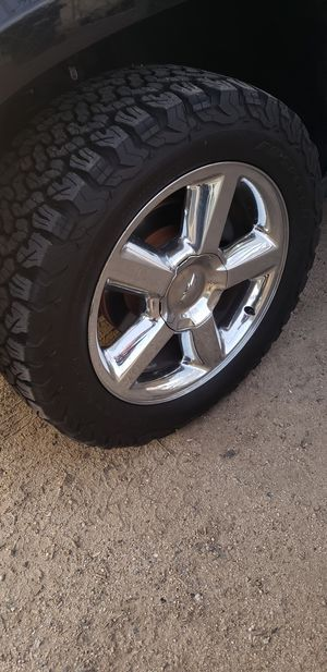 (Trade only) 275/55R20 Goodrich A/T withChevrolet Rims for Sale in Lake Elsinore, CA