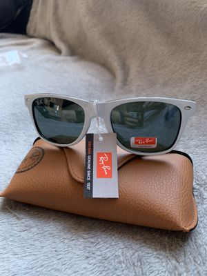 Wayfarers White Sunglasses for Sale in Santa Clara, CA