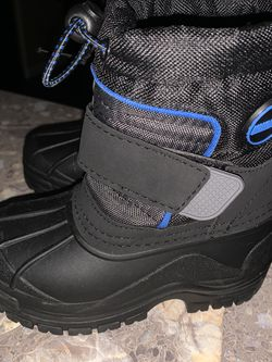 Snow Boots Boys Size 6 for Sale in Ridgefield,  WA