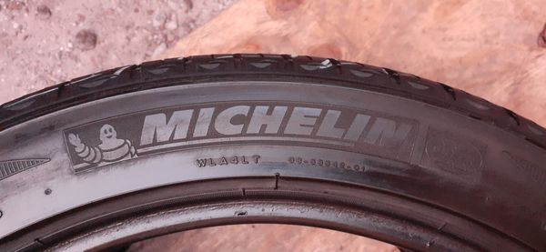 2 tires 225 45 r18 Michelin excellent condition