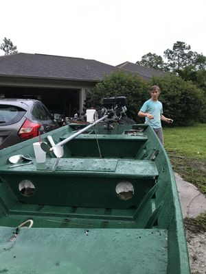14ft Jon boat with title and trailer for Sale in Hobe Sound, FL