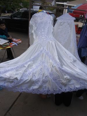 Wedding dress off white for Sale in Grand Prairie, TX