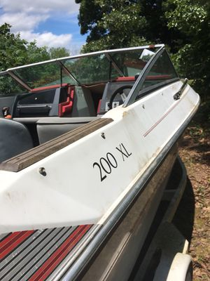 200 XL boat with trailer $1600 obo for Sale in Saint Clair, MO