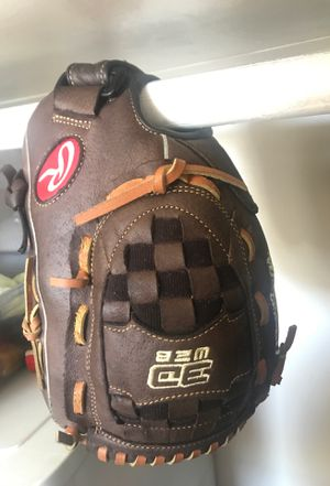 Softball glove for Sale in Brooklyn, NY